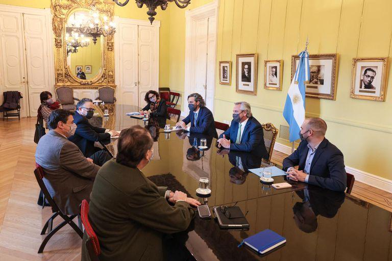 En un gesto inusual, Alberto Fernández encabezó la reunión del gabinete económico