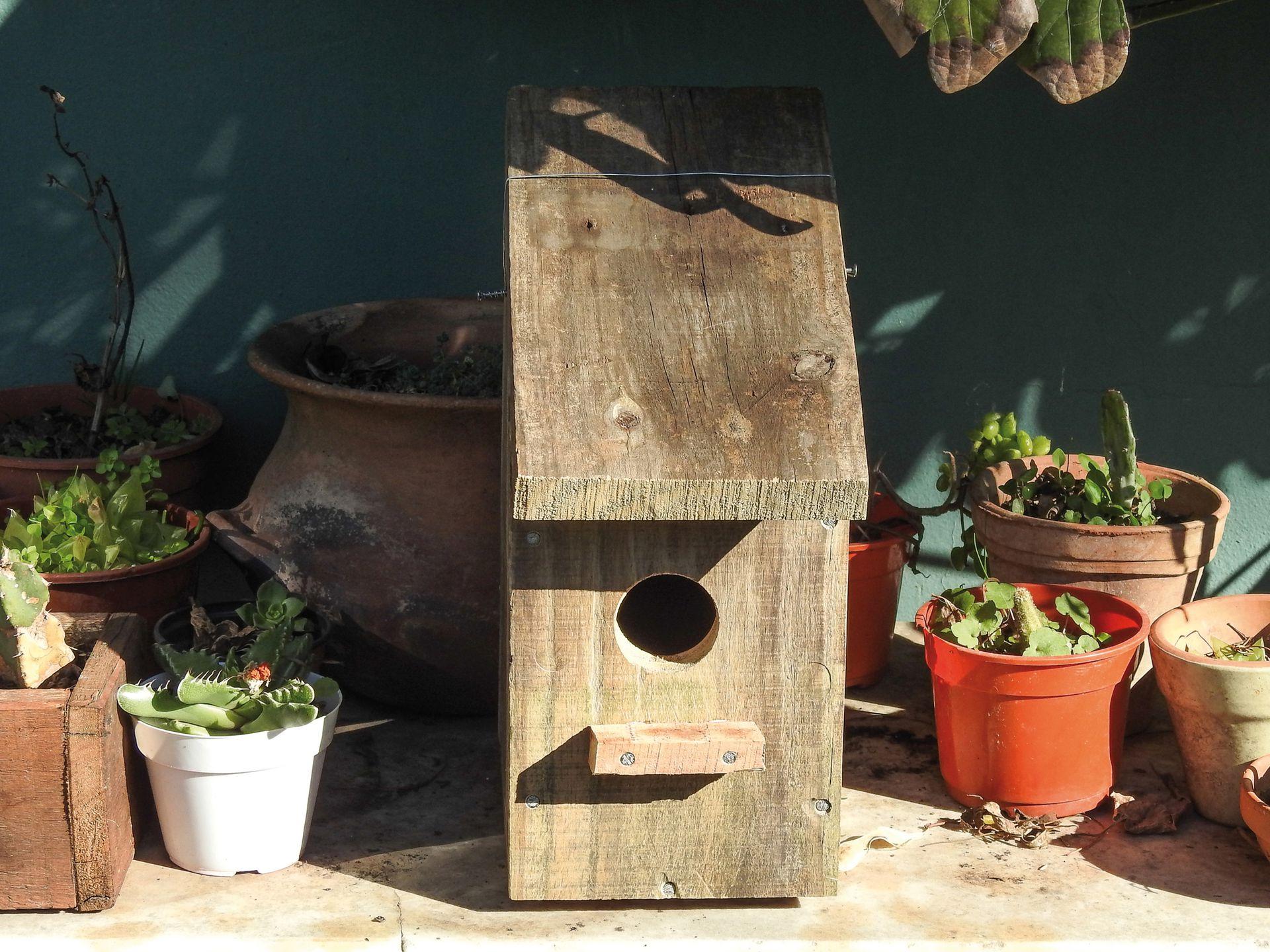 Con madera de palets, una casita que servirá de nido a las aves