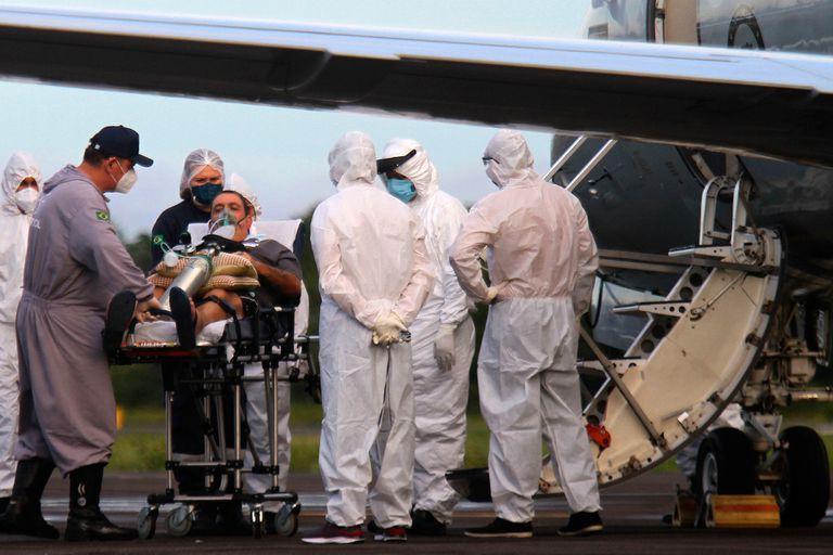 Traslado en aviones de pacientes con Covid-19 en Manaos