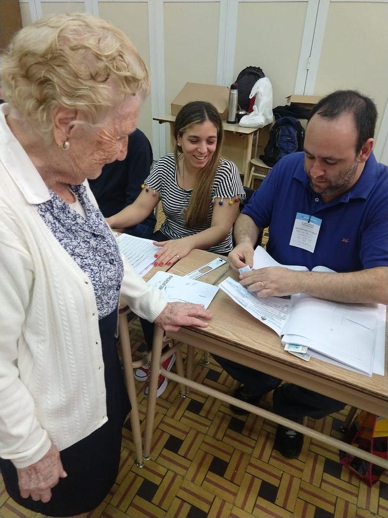 María Gabriela Calderón tiene 107 años y hoy fue a votar