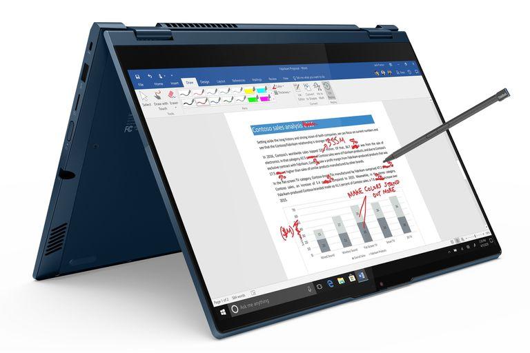 Una ThinkBook Yoga, compatible con lápices para escribir en pantalla