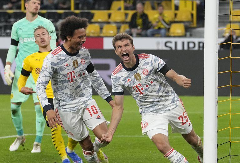 Müller, incansable, celebra su gol. Fue el momento que definió el rumbo del partido.