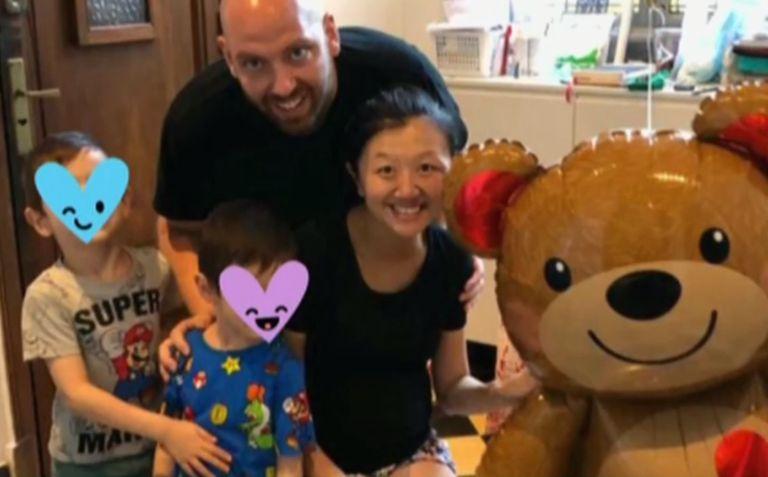Karina Gao, su esposo y sus dos hijos, finalmente juntos en el hogar familiar