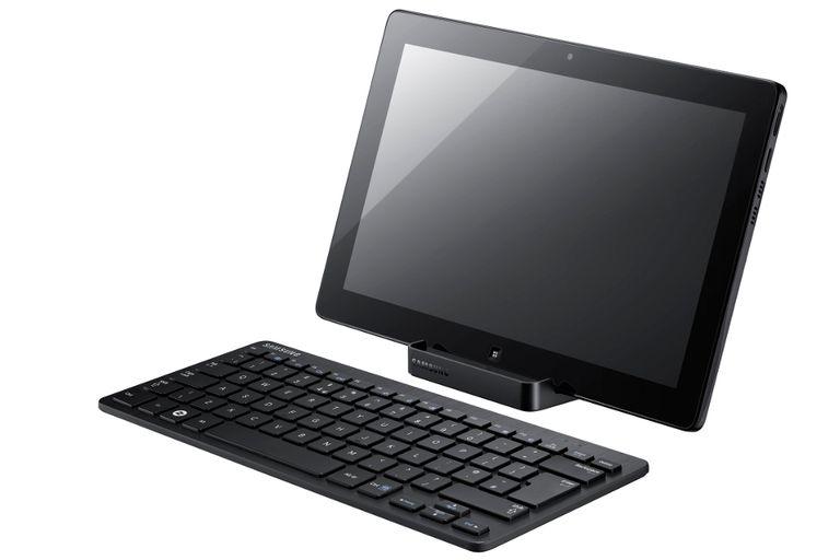 El equipo puede usarse como tableta o, con una base especial, como PC todo-en-uno
