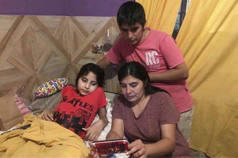 """La niña continua su tratamiento internada en su casa y ya no necesita respirador. Su tía agradeció """"la ayuda de Dios"""""""
