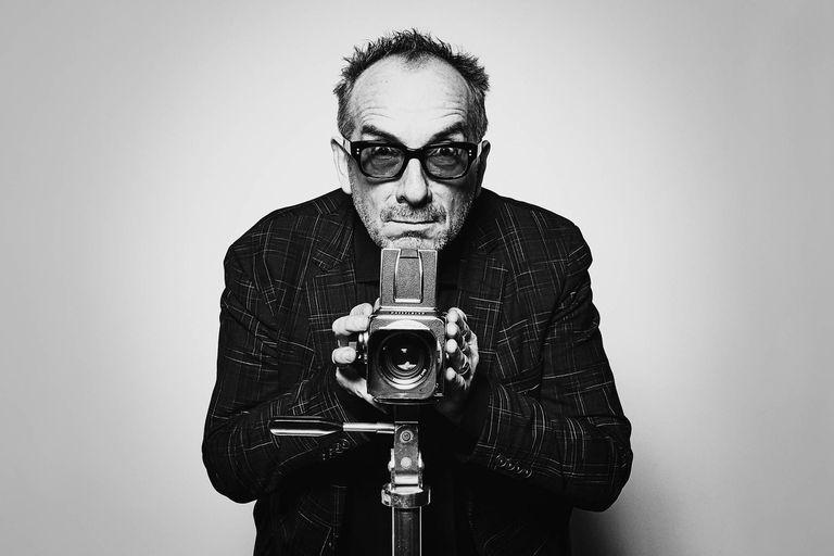 Elvis Costello regrabó uno de sus mejores discos junto a Fito Páez, Jorge Drexler y Sebastián Yatra