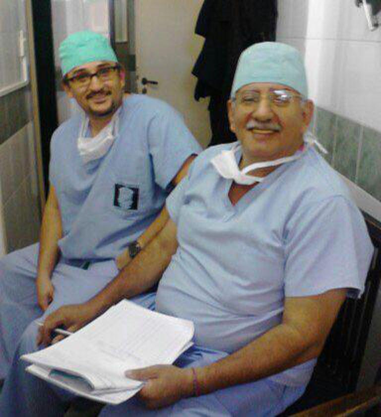 Fernando Arnedo padre e hijo no solo comparten nombre sino también profesión: hoy ambos se dedican a la dermatología