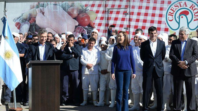 Macri, con trabajadores de Cresta Roja
