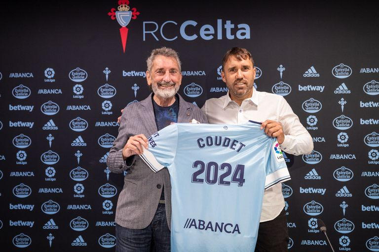 El técnico argentino Eduardo Coudet renovó este jueves de manera oficial con el RC Celta, firmando un nuevo contrato hasta 2024, después de llegar al club gallego en noviembre de 2020.  DEPORTES ADRIAN SANTAMARINA / RC CELTA