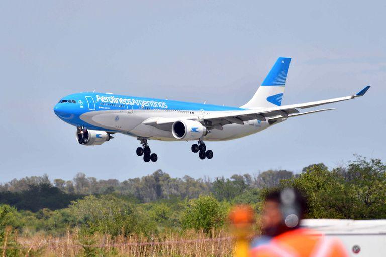 Cuánto se ahorra la Argentina en vuelos por la producción local de la segunda dosis