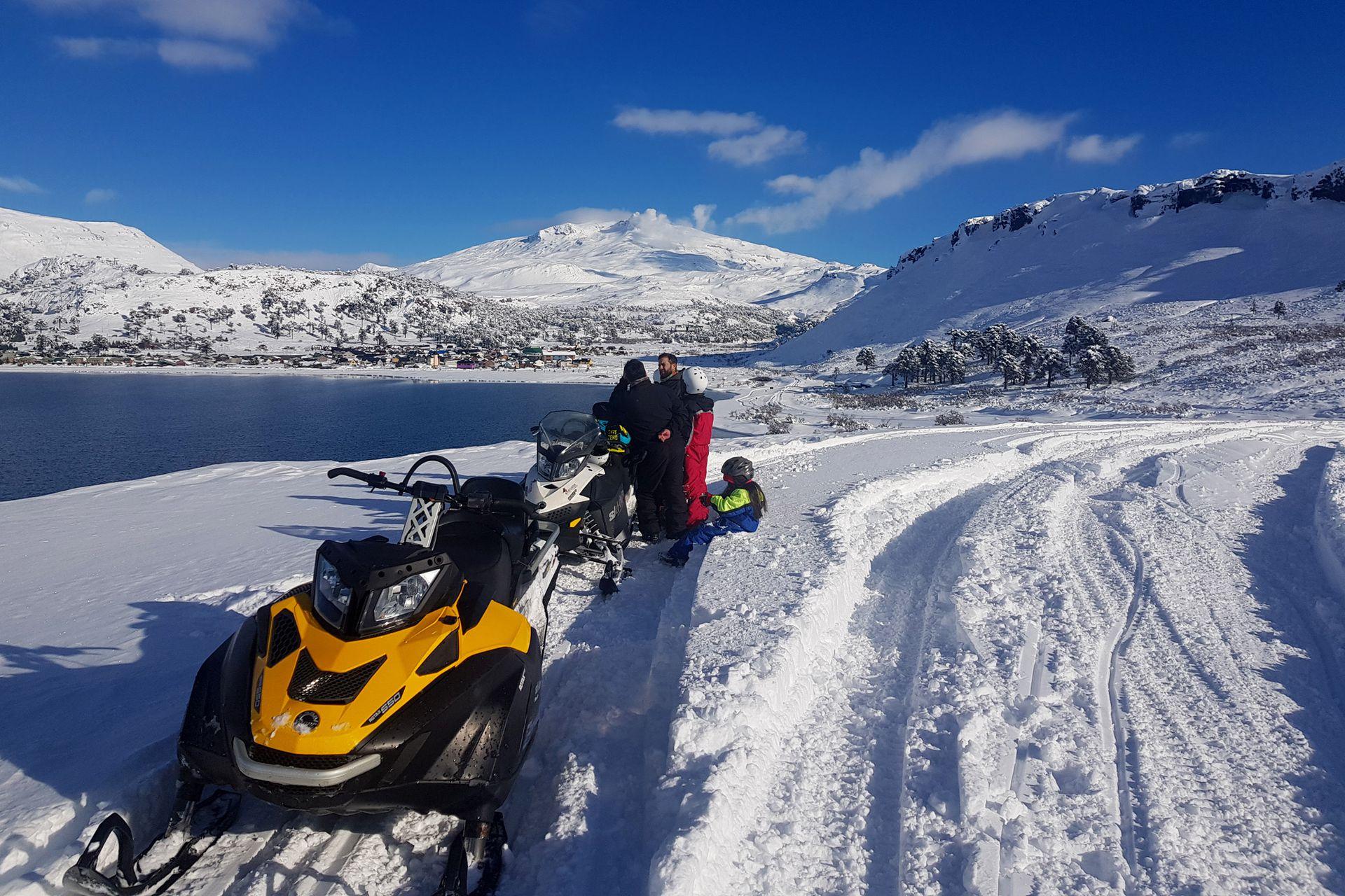 Caviahue propone una manera diferente de explorar la imponente cordillera andina, otra manera de esquiar sus caprichosas formas