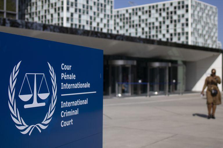 ARCHIVO - La foto de archivo del 31 de marzo de 2021 muestra el exterior de la Corte Penal Internacional en La Haya, Holanda. Un grupo de abogados presentó un expediente con pruebas a los fiscales de la CPI el jueves 10 de junio de 2021 que, según ellos, demuestra que el tribunal tiene jurisdicción para investigar denuncias de que las autoridades china están implicadas en crímenes graves contra los uigures, un grupo étnico musulmán. (AP Foto/Peter Dejong, File)