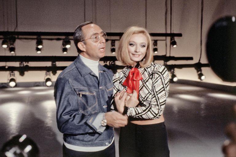 Del brazo de su primera pareja, Gianni Boncompagni, un locutor y director que fue autor de varios de sus hits.