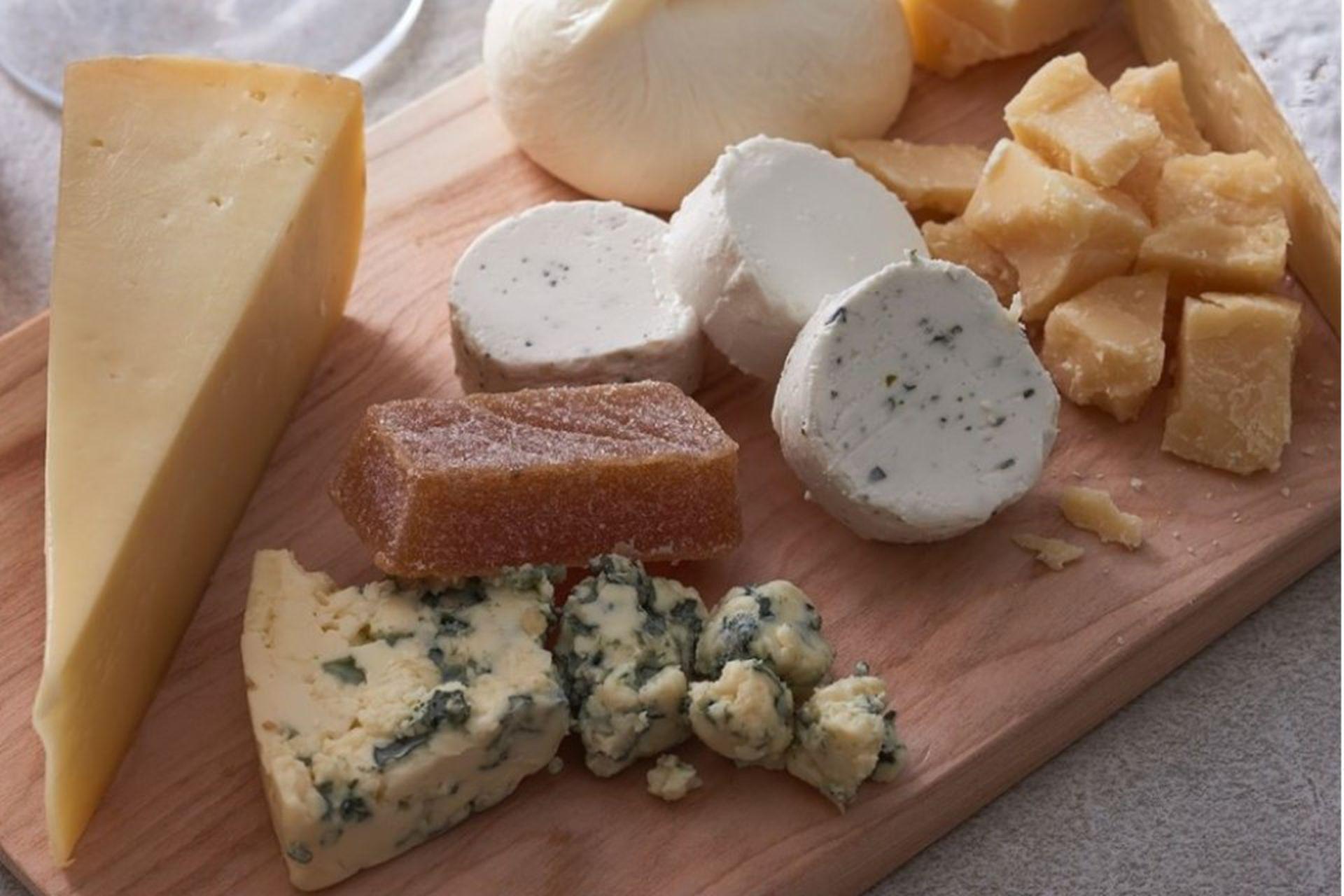 Las tablas de Santi Cheese y su variedad de más de 50 quesos