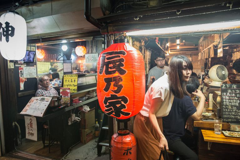 Tokio. Así es la izakaya, el after office donde los japoneses se relajan después de un día agitado