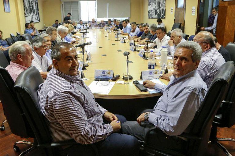 Carlos Acuña, uno de los dos jefes de la central obrera, criticó al camionero y condicionó la adhesión a la protesta del 30 de abril