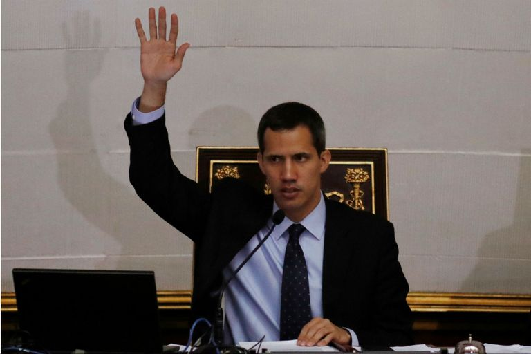 """Frente a sus vecinos de su barrio Santa Fe, en Caracas, el líder opositor dijo que """"no hay vuelta atrás"""""""