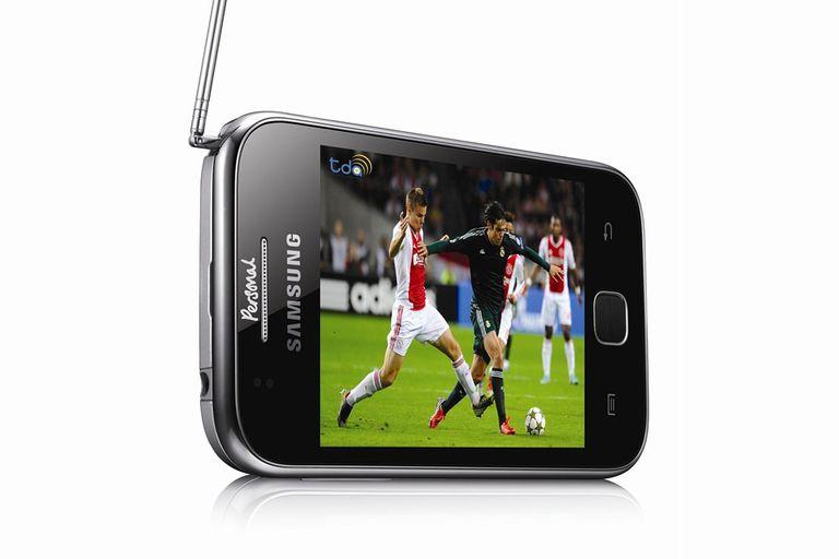 El Samsung Galaxy Y TV incorpora una antena desplegable que permite sintonizar los canales de la TDA