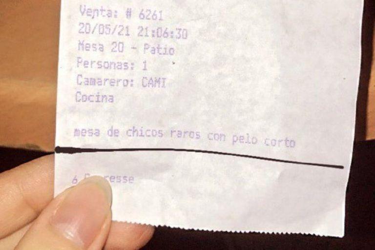 La descripción que un grupo de comensales encontró en su ticket de la cuenta
