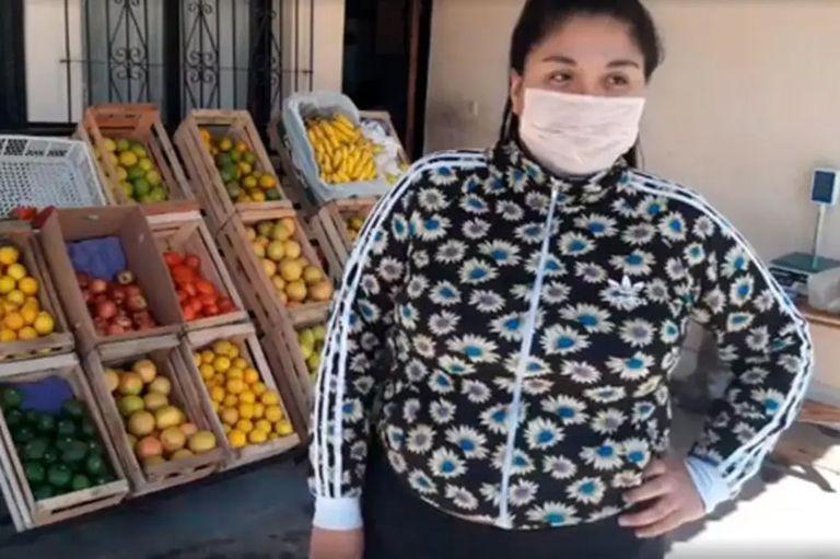 Ana Paula Aguirre, la joven de 19 años que cobró el Ingreso Familia de Emergencia (IFE) y abrió una verdulería en la puerta de su casa