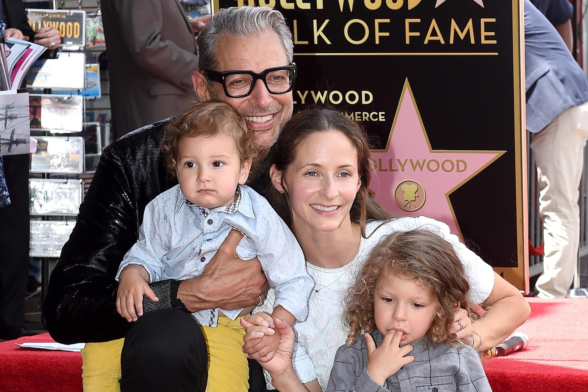 Jeff Goldblum junto a su mujer y sus dos hijos