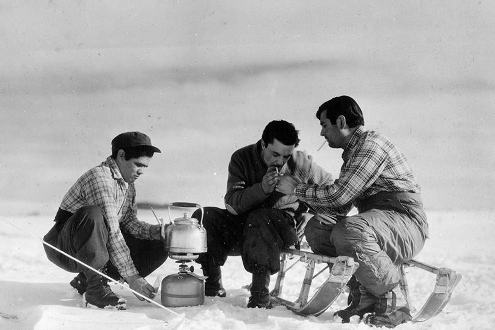 Mateada en el frío de la Antártida, 1963