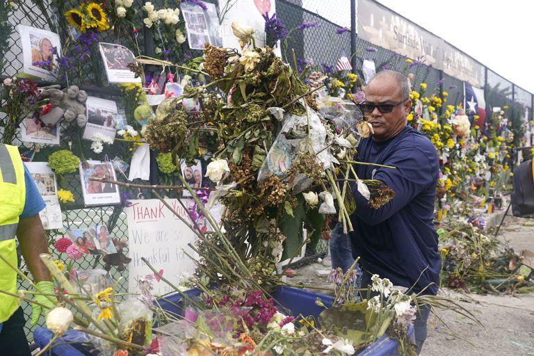 El memorial improvisado a las víctimas del edificio de Surfside