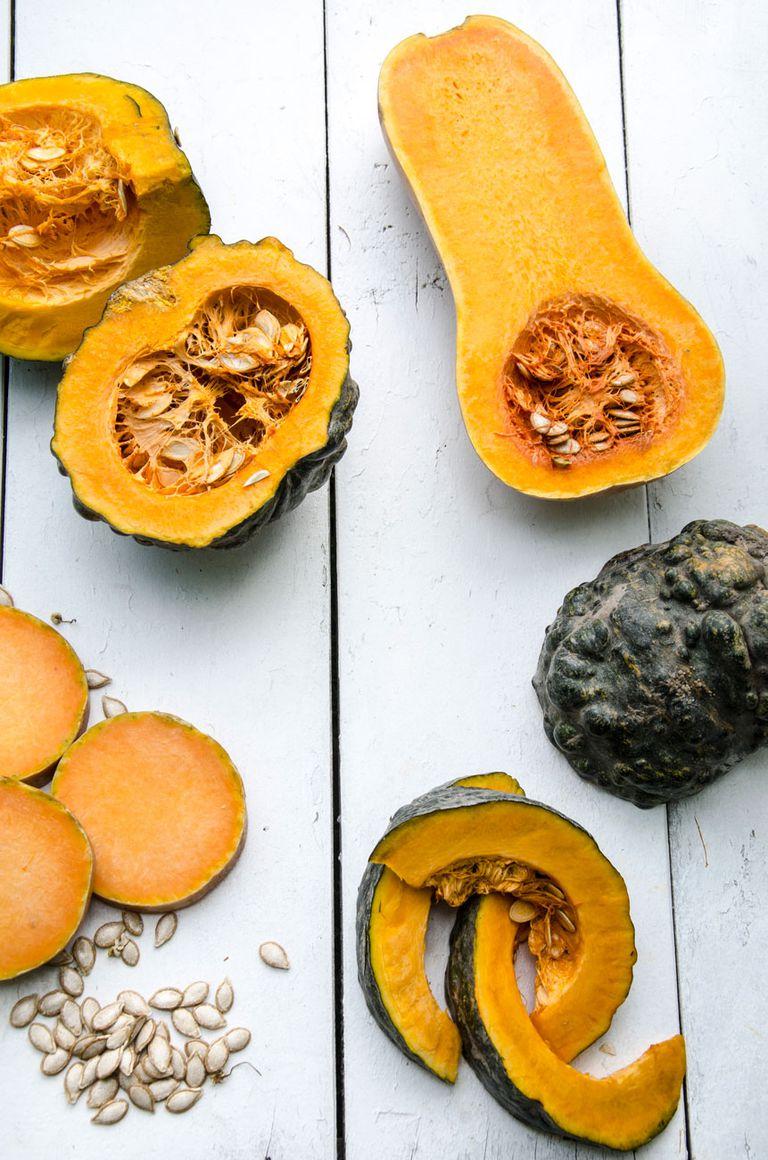 El otoño es momento de la cosecha. Dan muchos frutos y, además de consumirse recién cosechados, pueden almacenarse con el cabo entero varios meses. Para disfrutarlos, platos exquisitos que los tienen como ingrediente principal.