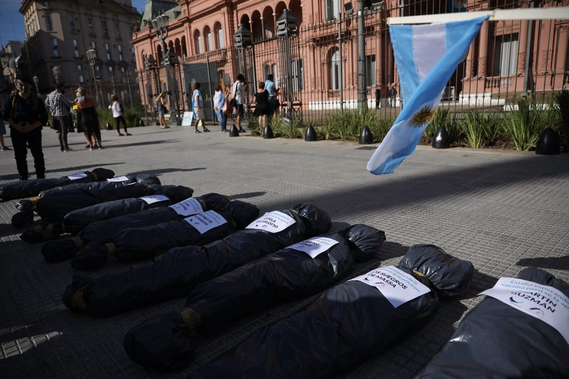 Preparativos de la marcha #27F frente a la Casa Rosada