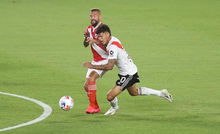 Carrascal choca con Torrén; el colombiano sólo jugó el primer tiempo