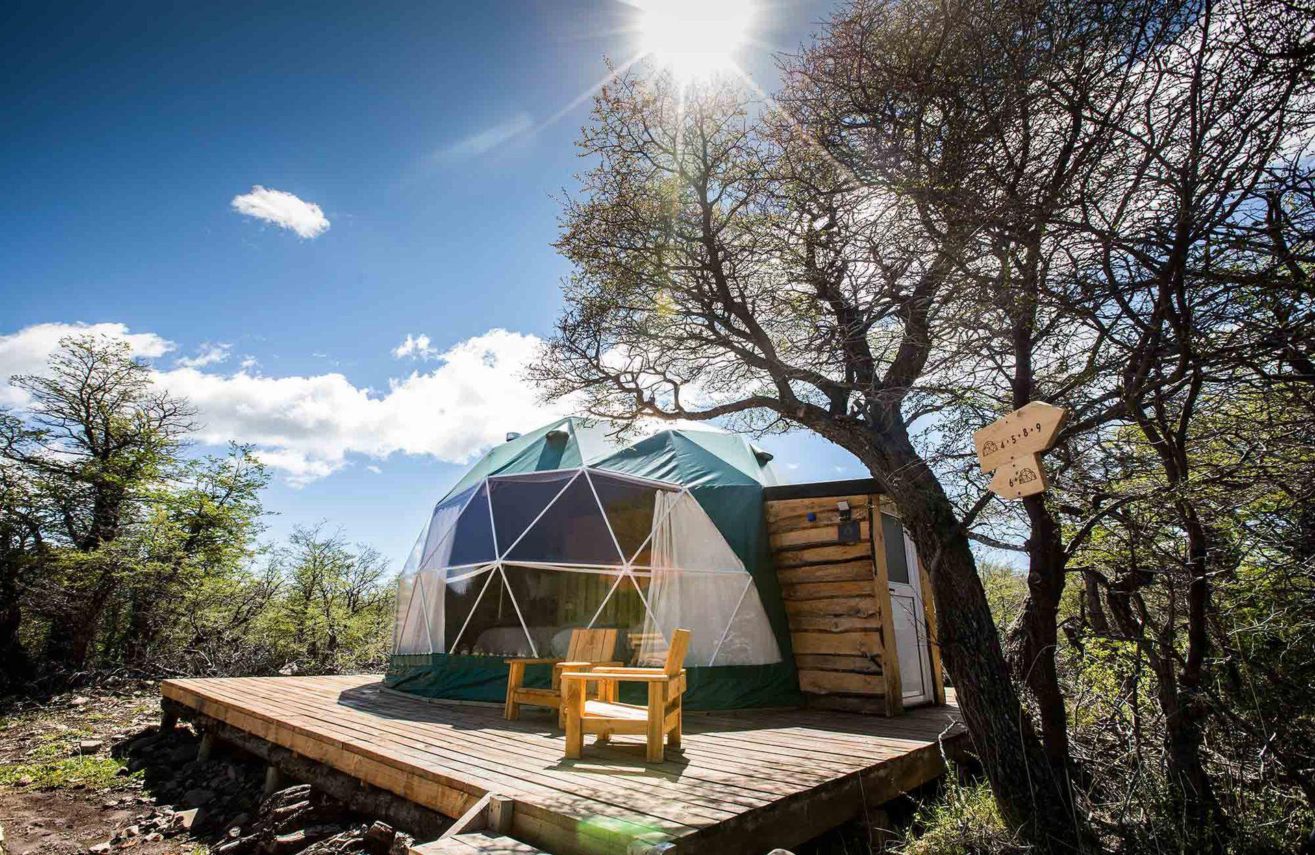 Uno de los diez domos geodésicos para huéspedes en Huemules.