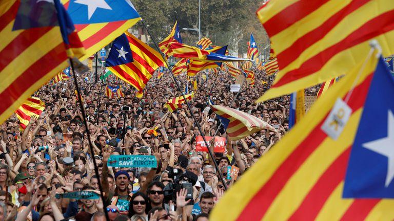 Los catalanes salieron a celebrar la votación del Parlamento