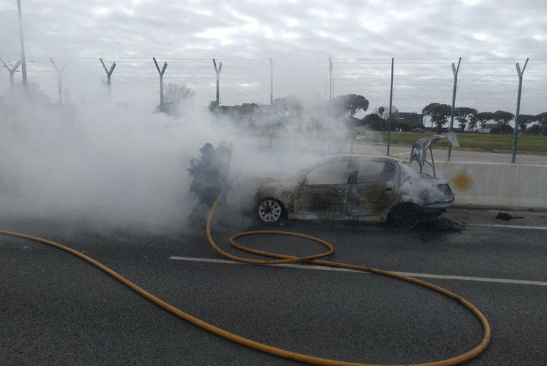 Agentes de la fuerza controlaron las llamas