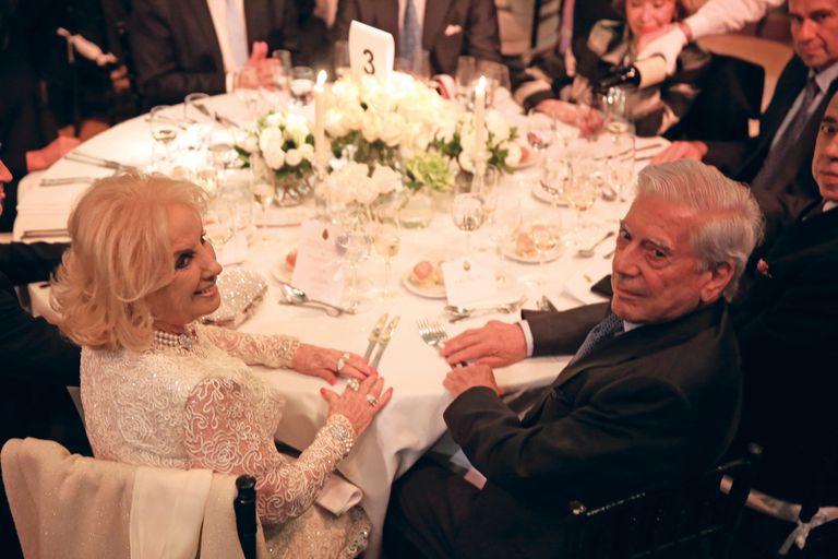 Mirtha Legrand compartió la mesa número 3 con el premio Nobel Mario Vargas Llosa, que asistió sin Isabel Preysler.