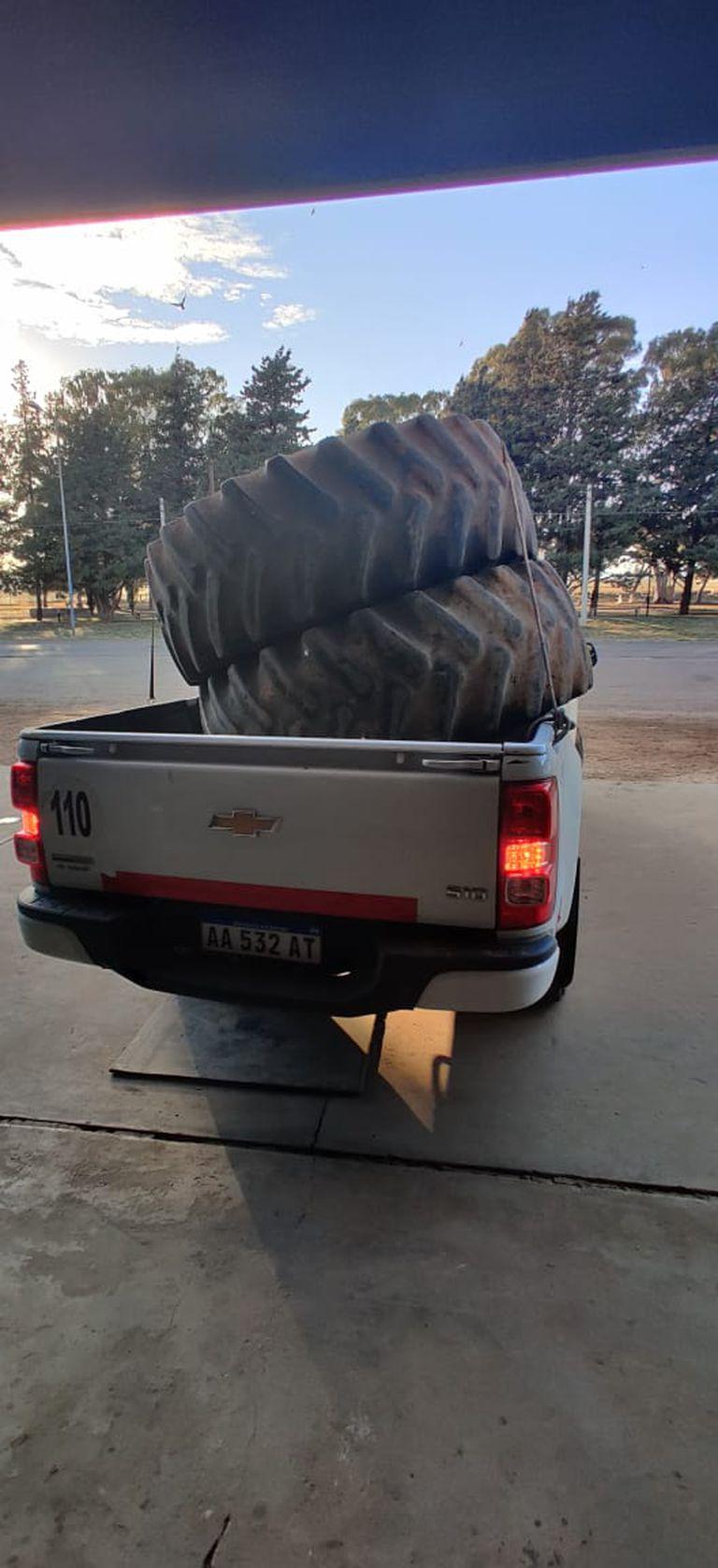 Juan Rebolini recorrió 150 km para comprar cubiertas usadas para un tractor porque no conseguía nuevas