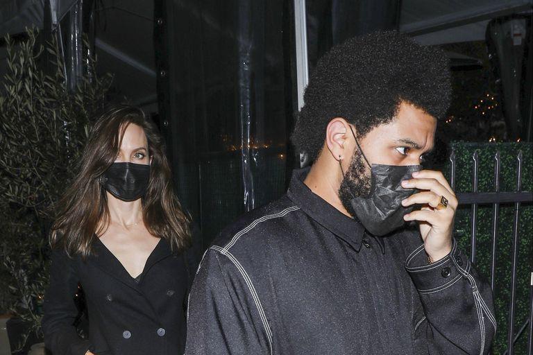 Las primeras fotos de Angelina Jolie y The Weeknd y otras parejas que disfrutan su amor