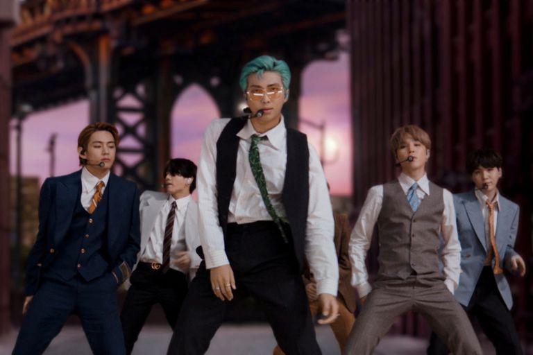 El grupo de K-Pop BTS interpretó Dynamite, su primera canción en inglés