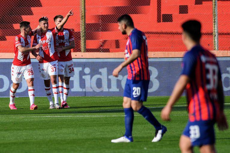 Unión pasó por encima de San Lorenzo y le borró la euforia a puro gol: 4-0