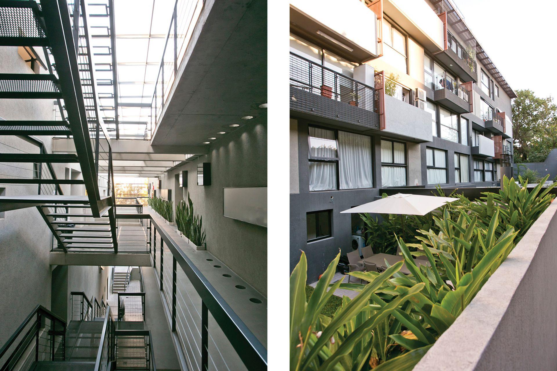 La entrada a cada departamento se da a través un patio angosto que comunica con el exterior.