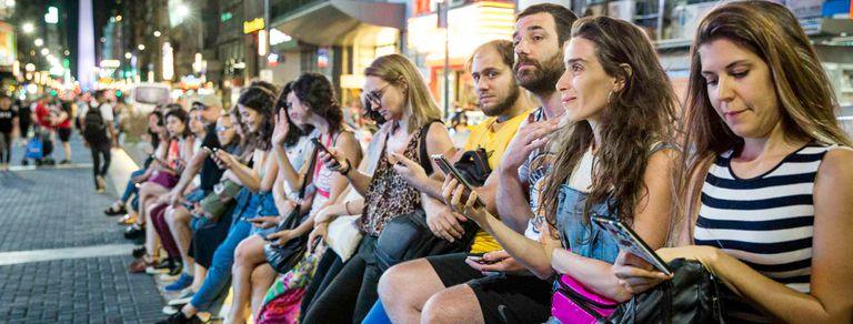 Clavemos el visto: ir al teatro con el celular prendido