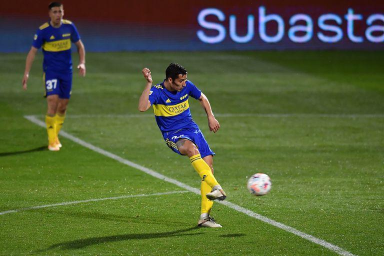 La categoría del Pulpo González para abrir el pie y clavarla junto a un palo para el 2 a 1 de Boca sobre Platense