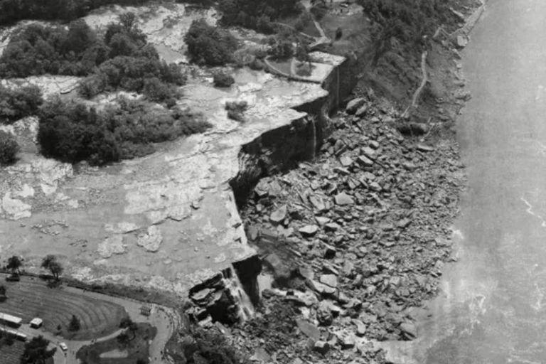 Vista aérea de las cataratas del Niágara completamente secas