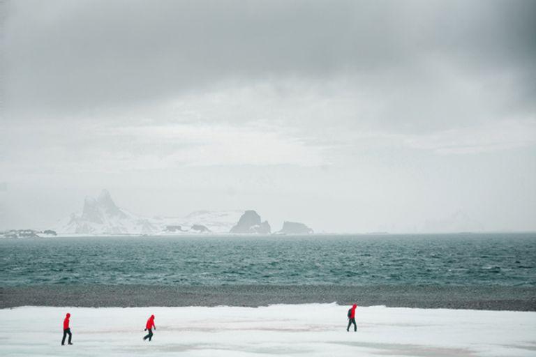 La Antártida era el único continente que se mantenía libre del virus previo al contagio de 36 personas en la base militar chilena