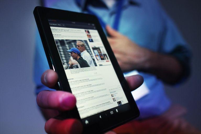 Amazon irrumpió en el mercado de las tabletas con el Kindle Fire, un dispositivo de 200 dólares diseñado para acceder a los contenidos de la tienda minorista on line