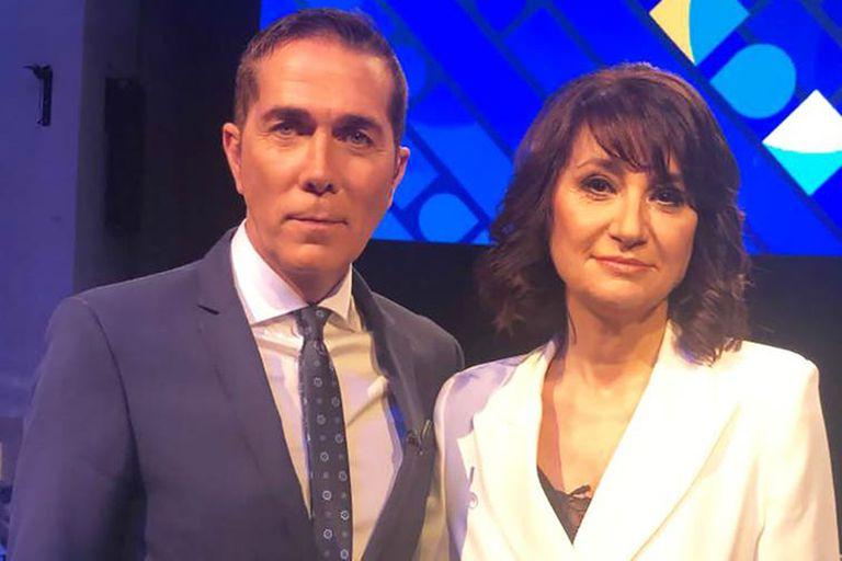 María Laura junto a su colega Rodolfo Barili, durante el primer debate presidencial