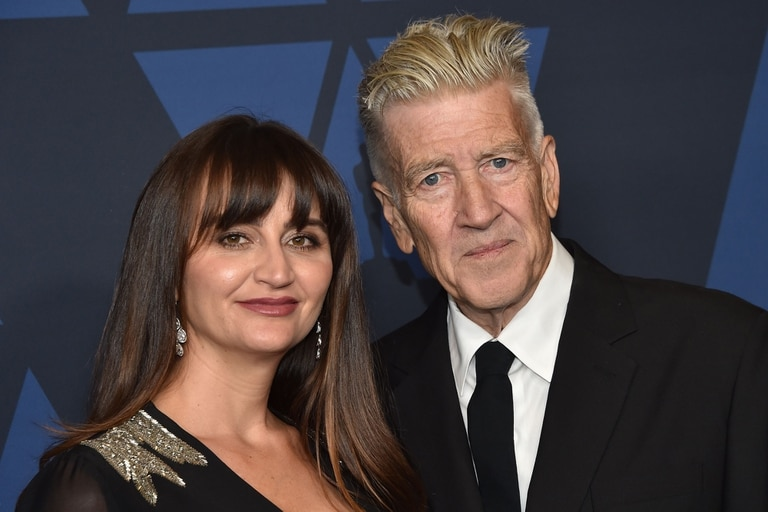 David Lynch, ganador del Oscar honorario junto a su esposa Emily Stofle
