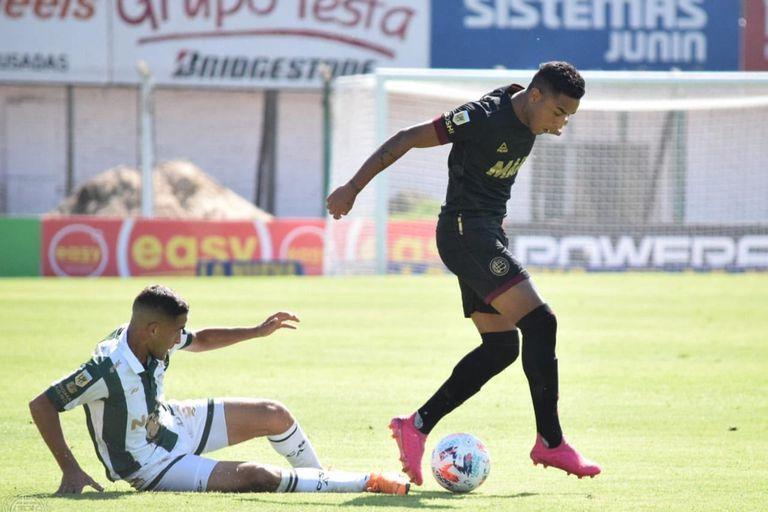 Sorpresa. Lanús desperdició sus chances, perdió contra Sarmiento y se complica