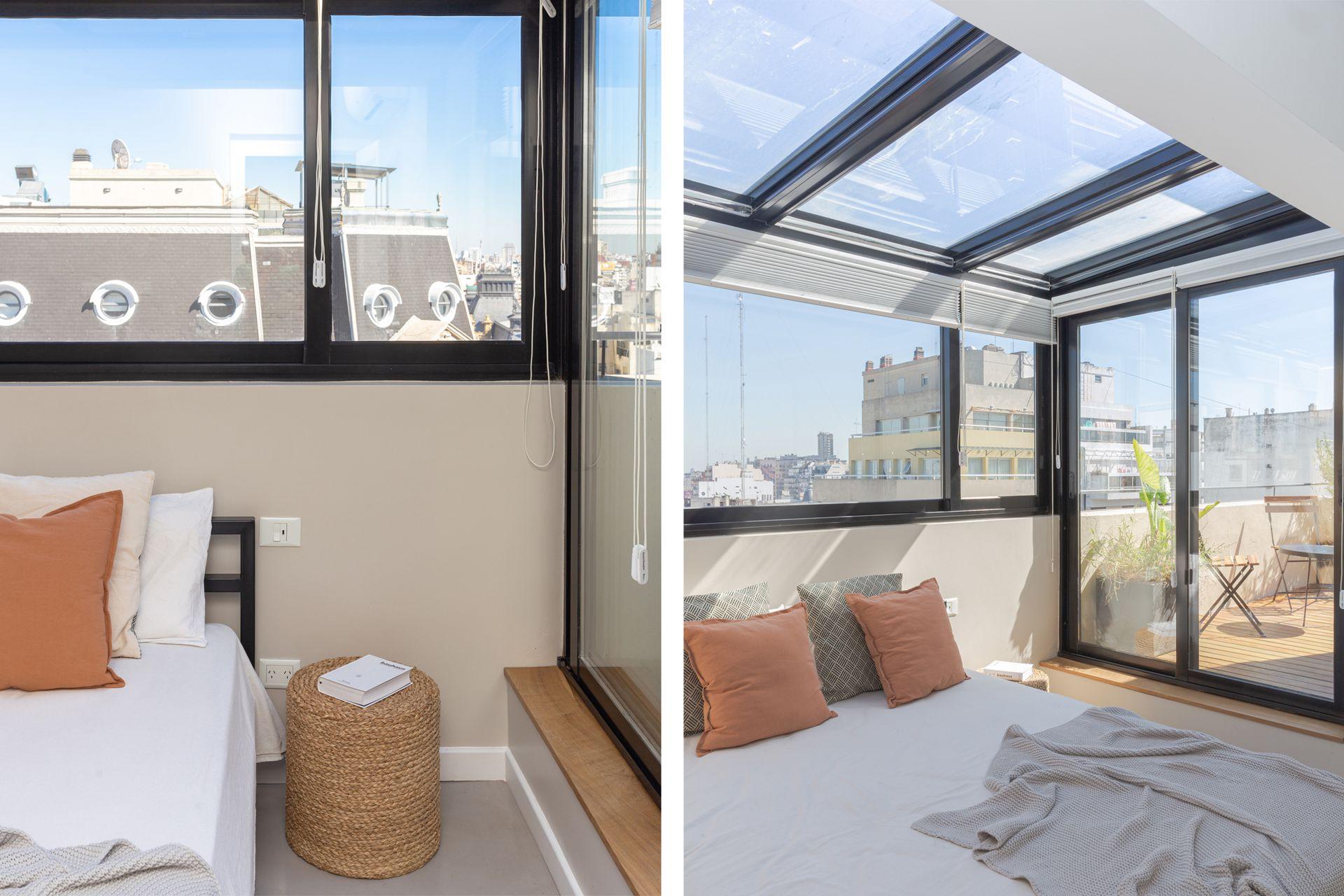 Cortinas blackout 'Duette' (Hunter Douglas) en ventanas y techo permiten oscurecer por la noche. Piso de microcemento alisado (Monolitic) y cama de hierro (Wa Aquitectura).