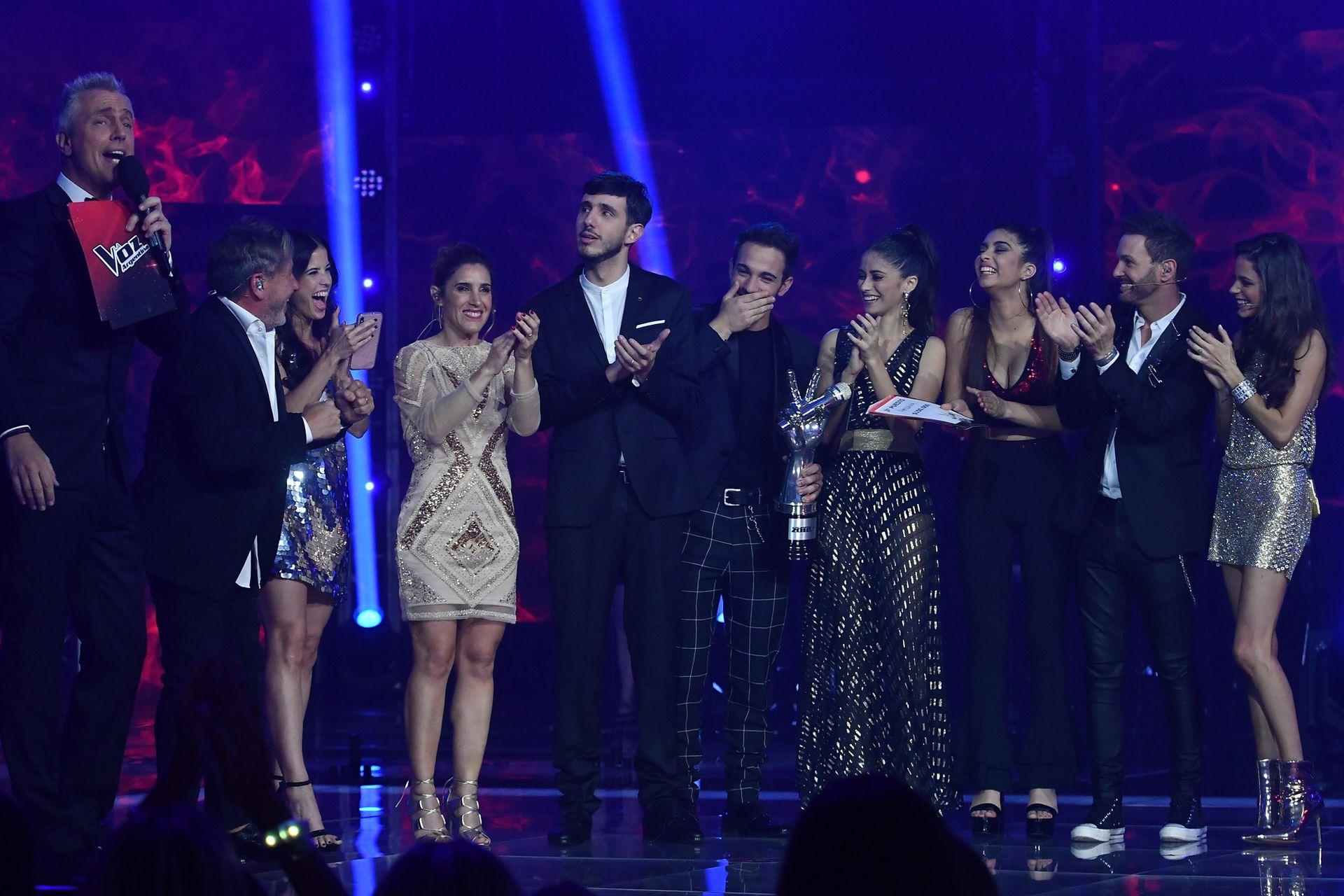 Marley junto al ganador y los finalistas de La voz argentina