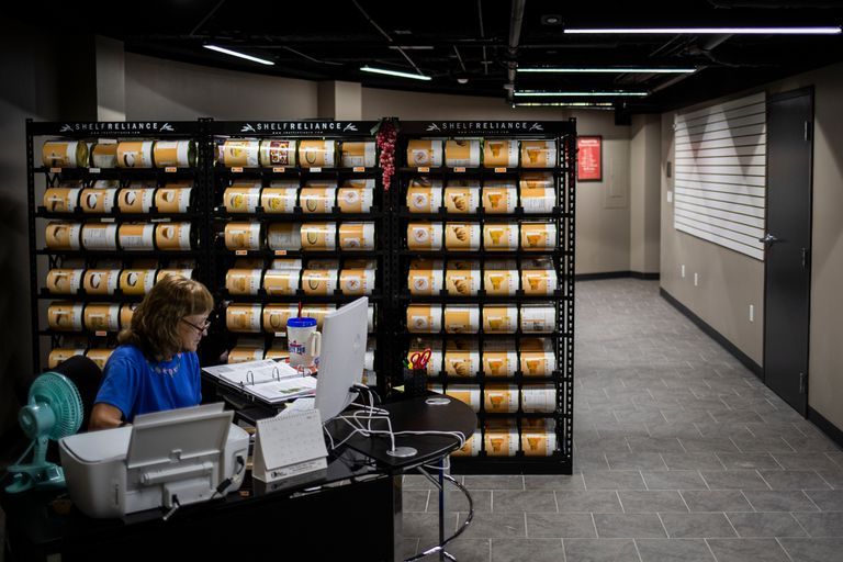 Las instalaciones de almacenamiento de alimentos dentro del Survival Condo